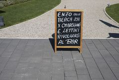 Σημάδι εστιατορίων υπαίθριο στοκ εικόνα με δικαίωμα ελεύθερης χρήσης