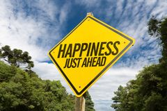 Σημάδι ευτυχίας ακριβώς μπροστά στην εικόνα έννοιας Στοκ εικόνες με δικαίωμα ελεύθερης χρήσης