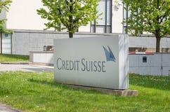 Σημάδι και λογότυπο πιστωτικού Suisse στοκ εικόνες
