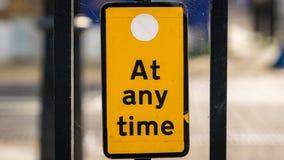 Σημάδι: Κανένας χώρος στάθμευσης ανά πάσα στιγμή Στοκ Εικόνες