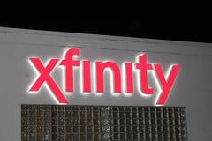 Σημάδι καταστημάτων Xfinity νέου τη νύχτα, Σικάγο Ιλλινόις Στοκ Φωτογραφία