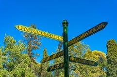 Σημάδι κατεύθυνσης στους βασιλικούς βοτανικούς κήπους της Μελβούρνης στοκ εικόνα