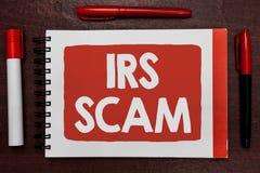 Σημάδι κειμένων που παρουσιάζει απάτη IRS Εννοιολογικοί στοχοθετημένοι φωτογραφία φορολογούμενοι με την προσποίηση να είναι υπηρε στοκ εικόνες με δικαίωμα ελεύθερης χρήσης