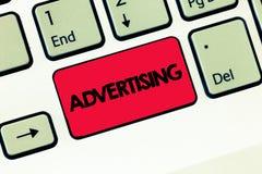 Σημάδι κειμένων που παρουσιάζει διαφήμιση Εννοιολογική φωτογραφία που παράγει τις διαφημίσεις για τα εμπορικά προϊόντα ή τις υπηρ στοκ εικόνες