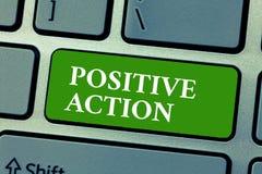 Σημάδι κειμένων που παρουσιάζει θετική δράση Εννοιολογική φωτογραφία που κάνει την καλή τοποθέτηση ενάντια σε ορισμένη λεπτή αντί διανυσματική απεικόνιση