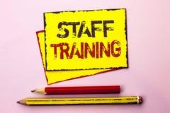 Σημάδι κειμένων που παρουσιάζει κατάρτιση προσωπικού Εννοιολογική φωτογραφιών διδασκαλίας προετοιμασία εκπαίδευσης υπαλλήλων πραγ στοκ φωτογραφία με δικαίωμα ελεύθερης χρήσης