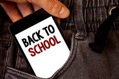 Σημάδι κειμένων που παρουσιάζει πίσω στο σχολείο Εννοιολογική επιστροφή φωτογραφιών στην πρώτη ημέρα κατηγορίας του κειμένου δύο  Στοκ φωτογραφία με δικαίωμα ελεύθερης χρήσης