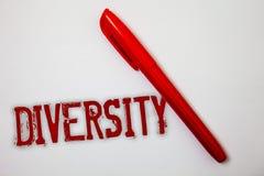 Σημάδι κειμένων που παρουσιάζει ποικιλομορφία Εννοιολογική φωτογραφία που αποτελείται από το διαφορετικό spla μηνυμάτων ιδεών Mul Στοκ Εικόνα