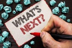 Σημάδι κειμένων που παρουσιάζει σε ποιο s επόμενη ερώτηση Εννοιολογική φωτογραφία τη λύση επιλογής φαντασίας το επόμενο ερωτηματο Στοκ Εικόνα