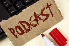 Σημάδι κειμένων που παρουσιάζει σε Podcast εννοιολογική φωτογραφία σε απευθείας σύνδεση ψυχαγωγία πολυμέσων μετάδοσης μέσων ψηφια Στοκ Εικόνες