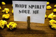 Σημάδι κειμένων που παρουσιάζει στην ψυχή πνευμάτων σώματος με Εννοιολογικό πιάσιμο άσπρο π Paperclip ψυχικών διαθέσεων συνείδηση στοκ εικόνες
