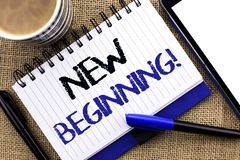 Σημάδι κειμένων που παρουσιάζει στη νέα αρχή κινητήρια κλήση Εννοιολογική φωτογραφιών ζωή αύξησης μορφής νέου ξεκινήματος μεταβαλ Στοκ Εικόνα