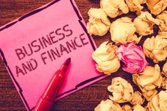 Σημάδι κειμένων που παρουσιάζει την επιχείρηση και χρηματοδότηση Εννοιολογική διαχείριση φωτογραφιών των χρημάτων προτερημάτων κα στοκ εικόνες