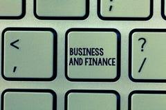 Σημάδι κειμένων που παρουσιάζει την επιχείρηση και χρηματοδότηση Εννοιολογική διαχείριση φωτογραφιών των χρημάτων προτερημάτων κα στοκ φωτογραφία με δικαίωμα ελεύθερης χρήσης