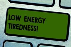 Σημάδι κειμένων που παρουσιάζει χαμηλή ενεργειακή κούραση Εννοιολογικό υποκειμενικό συναίσθημα φωτογραφιών της κούρασης που έχει  διανυσματική απεικόνιση