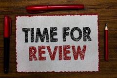 Σημάδι κειμένων που παρουσιάζει χρόνο για την αναθεώρηση Το εννοιολογικό ποσοστό απόδοσης στιγμής ανατροφοδότησης αξιολόγησης φωτ στοκ εικόνες