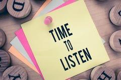 Σημάδι κειμένων που παρουσιάζει χρόνο να ακούσει Η εννοιολογική φωτογραφία δίνει την προσοχή σε κάποιο ή κάτι προκειμένου να ακού στοκ φωτογραφία με δικαίωμα ελεύθερης χρήσης