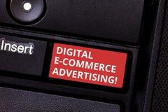 Σημάδι κειμένων που παρουσιάζει ψηφιακή διαφήμιση ηλεκτρονικού εμπορίου Εννοιολογικές εμπορικές συναλλαγές φωτογραφιών των αγαθών στοκ εικόνες