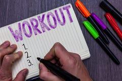 Σημάδι κειμένων που παρουσιάζει Workout Εννοιολογική σύνοδος φωτογραφιών της φυσικής ασκήσεων δραστηριοτήτων εκμετάλλευσης ατόμων στοκ εικόνες με δικαίωμα ελεύθερης χρήσης