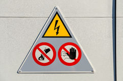 Σημάδι κινδύνου υψηλής τάσης στοκ φωτογραφία