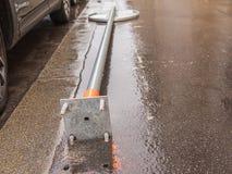 Σημάδι κυκλοφορίας ζημίας metall στο τροχαίο ατύχημα Στοκ Εικόνα