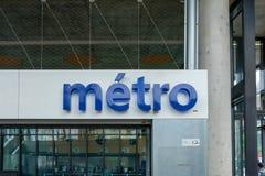 Σημάδι μετρό στο σταθμό μετρό στη Λωζάνη, Ελβετία στοκ φωτογραφία με δικαίωμα ελεύθερης χρήσης