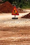 Σημάδι οδικών εργασιών για τις οικοδομές, δρόμος, κατασκευή πεζοδρομίων Κυκλοφορία, δρόμος προειδοποιητικών σημαδιών που επισκευά Στοκ Φωτογραφίες