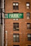 Σημάδι οδών λεωφόρων πάρκων στοκ εικόνες