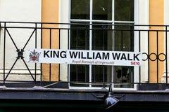 Σημάδι οδών που χαρακτηρίζει τη διάσημη οδό περιπάτων του William βασιλιάδων του Γκρήνουιτς στοκ φωτογραφία με δικαίωμα ελεύθερης χρήσης