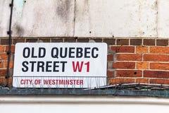 Σημάδι οδών που χαρακτηρίζει τη διάσημη παλαιά Κεμπέκ οδό του Λονδίνου ` s στην περιοχή γνωστή ως Γουέστμινστερ στοκ εικόνα με δικαίωμα ελεύθερης χρήσης