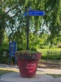 Σημάδι οδών σε Shoreditch και την αγορά λουλουδιών στοκ φωτογραφία