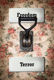Σημάδι οδών στην ελευθερία εναντίον του τρόμου στοκ εικόνες με δικαίωμα ελεύθερης χρήσης