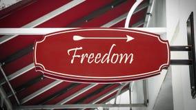 Σημάδι οδών στην ελευθερία στοκ φωτογραφίες
