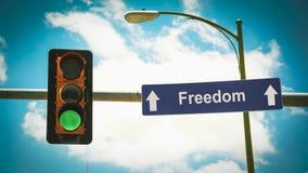 Σημάδι οδών στην ελευθερία στοκ φωτογραφία