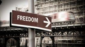 Σημάδι οδών στην ελευθερία στοκ φωτογραφία με δικαίωμα ελεύθερης χρήσης