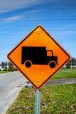 Σημάδι οδών φορτηγών κατασκευής στοκ φωτογραφίες με δικαίωμα ελεύθερης χρήσης