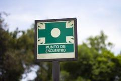 """Σημάδι οδών """"punto de encuentro """"του σημείου συνεδρίασης στοκ εικόνα με δικαίωμα ελεύθερης χρήσης"""
