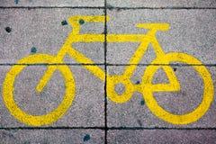σημάδι παρόδων ποδηλάτων κίτρινο Στοκ εικόνα με δικαίωμα ελεύθερης χρήσης