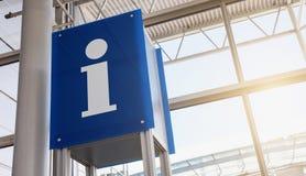 Σημάδι πληροφοριών στον αερολιμένα Στοκ φωτογραφία με δικαίωμα ελεύθερης χρήσης