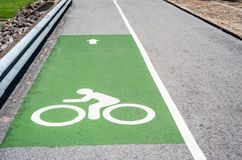 Σημάδι ποδηλάτων και βελών Στοκ εικόνες με δικαίωμα ελεύθερης χρήσης