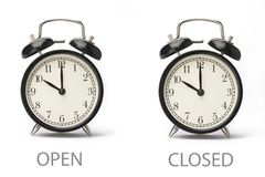 Σημάδι που παρουσιάζει επιχειρησιακές ώρες έναρξης που απομονώνονται στο άσπρο υπόβαθρο στοκ εικόνες