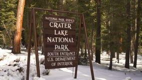 Σημάδι που χαρακτηρίζει το εθνικό όριο πάρκων λιμνών κρατήρων απόθεμα βίντεο