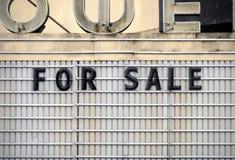 σημάδι πώλησης σκηνών Στοκ Εικόνες