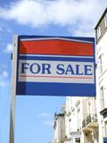 σημάδι πώλησης σπιτιών στοκ εικόνες