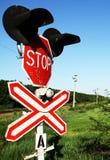 Σημάδι στάσεων περάσματος σιδηροδρόμων στοκ φωτογραφία