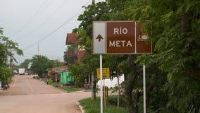 Σημάδι του Ρίο Meta με το βέλος φιλμ μικρού μήκους