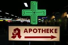 σημάδι φαρμακείων Στοκ Εικόνες