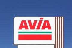 Σημάδι AVIA σε μια επιτροπή Στοκ Εικόνες