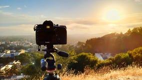 Σημάδι IV της Canon 5D σε ένα τρίποδο Manfrotto στη σταχτιά αιχμή σε Berkel στοκ εικόνες
