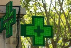 Σημάδι ` s φαρμακείων σε μια γωνία Στοκ Εικόνα